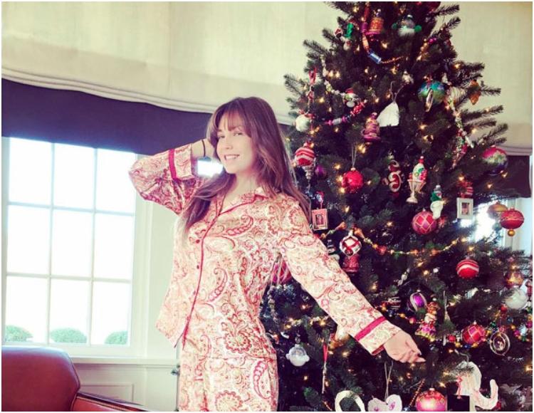 """El clásico """"Feliz Navidad"""" en la voz de Thalía"""