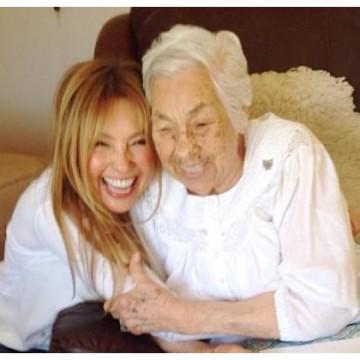 Thalía denuncia que su abuela sufre maltrato