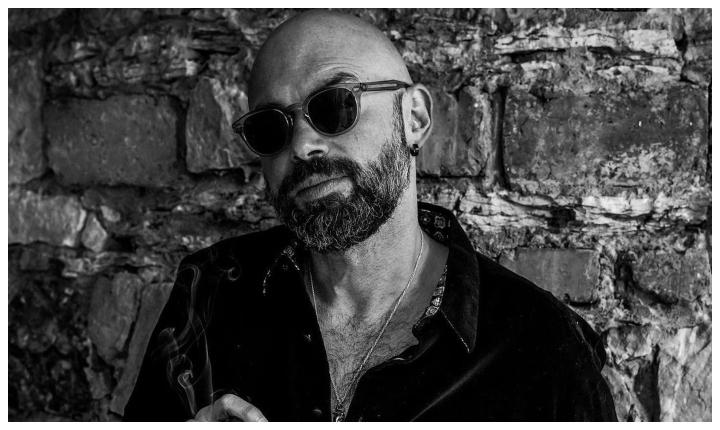«Como Desde La Primera Vez» Santiago Cruz enamora a sus fans con nueva canción