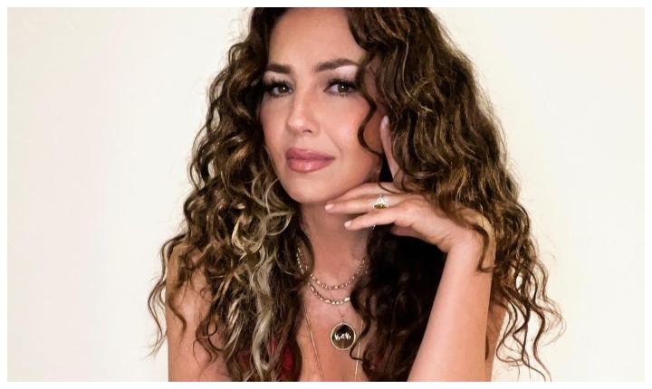 Con candentes fotos Thalía compartió mensaje de empoderamiento